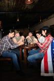 Sommige cowboys spelen kaarten Royalty-vrije Stock Fotografie