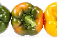 Sommige groenten van geel en groene paprika geïsoleerd op witte achtergrond Stock Fotografie