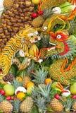 Sommige kunstwerken van het fruit van Vietnam artistiek die het snijden decoratiefestival in Tao Dan Park wordt gehouden om met h Stock Fotografie