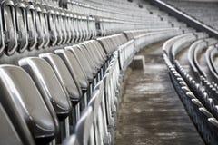 Sommige rijen van grijze stadionzetels Royalty-vrije Stock Fotografie