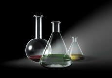Sommige transparante glasflessen op grijs Stock Foto
