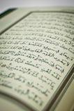 Sommige verzen van Qur ?, die het Heilige Boek van Moslims is Kalligrafische kalligrafie, Arabisch, geloof royalty-vrije stock foto's