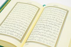 Sommige verzen van Qur ?, die het Heilige Boek van Moslims is Kalligrafische kalligrafie, royalty-vrije stock afbeelding