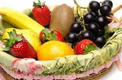 Sommige vruchten in een mand Royalty-vrije Stock Foto's
