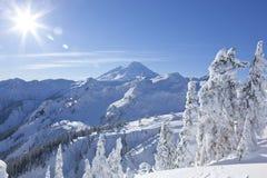 Sommità del picco di montagna del panettiere del supporto, scena del nord della natura di inverno del parco nazionale delle casca fotografie stock libere da diritti