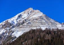 Sommità della montagna di Schiahorn come visto da Tavate nell'inverno immagine stock libera da diritti