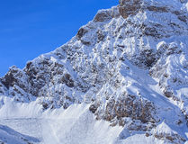 Sommità della montagna nelle alpi svizzere Immagine Stock