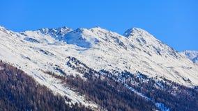 Sommità delle alpi svizzere come visto da Tavate nell'inverno Fotografia Stock Libera da Diritti