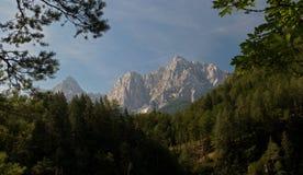 Sommità delle montagne di Prisojnik e del rasoio a nord di Krajnska Gora Immagini Stock