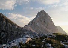 Sommità dello spica di Slemenova nelle alpi di Julian Fotografia Stock