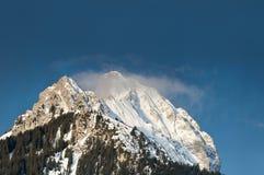 Sommità nevosa maestosa della montagna nel Tirolo Fotografia Stock Libera da Diritti