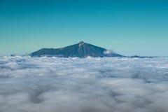 Sommità sopra le nuvole, Pico del Teide della montagna Immagini Stock