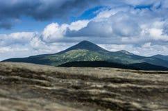 Sommità sulle montagne Supporto Goverla in Ucraina Immagine Stock