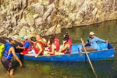 Somoto kanjon, Madriz, Nicaragua, Januari 4,2018: folk i kanoter i somotokanjonen, Nicaragua royaltyfri fotografi