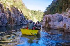 Somoto kanjon, Madriz, Nicaragua, Januari 4,2018: folk i kanoter i somotokanjonen, Nicaragua royaltyfria foton