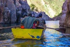Somoto kanjon, Madriz, Nicaragua, Januari 4,2018: folk i kanoter i somotokanjonen, Nicaragua royaltyfri bild