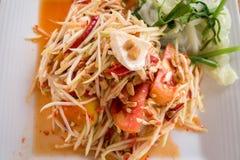 SomTum - papayasallad - kryddig thailändsk mat Royaltyfria Foton