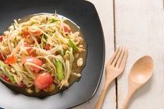 Somtum Tajlandzki jedzenie na drewnianym stole Zdjęcie Stock