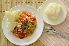Somtum Tajlandzki korzenny zielony melonowiec i czarna kiszona krab sałatka z kleistymi ryż Obrazy Royalty Free