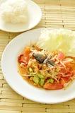 Somtum Tajlandzki korzenny zielony melonowiec i czarna kiszona krab sałatka z kleistymi ryż Fotografia Stock