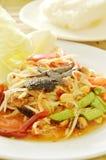 Somtum Tajlandzki korzenny zielony melonowiec i czarna kiszona krab sałatka z kleistymi ryż Fotografia Royalty Free