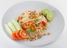 SomTum, thailändsk papayasalladserve med grönsaker royaltyfri fotografi