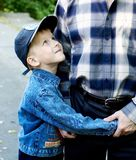 The son embraces the father Royalty Free Stock Photo