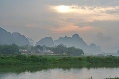 Son ligados por las montañas y los ríos y Fotografía de archivo libre de regalías