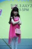 Son un modèle d'enfant de mode de sprint de mode Image libre de droits
