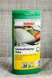 Sonax一块干净和清楚的挡风玻璃的汽车化妆用品 免版税库存照片