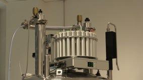 Sonda osservata a banda larga, spettrometri RMN a risonanza magnetica nucleari per il protone genetico di analisi strutturale, pr stock footage