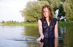 Sonderbare gekleidete Badegastfrau stockfotografie