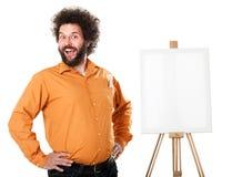 Sonderbarer Maler im orange Hemd Lizenzfreie Stockbilder