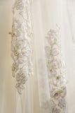 Sonderkommandos der Braut kleiden Gewebe und schönes Stickerei weddi Lizenzfreie Stockbilder