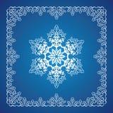 Sondern Sie ausführliche Schneeflocke mit Weihnachtsrand aus Lizenzfreies Stockfoto