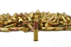 Sondern Sie Gewehrkugel vor Hunderten aus Lizenzfreies Stockbild