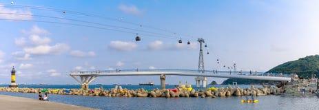 Songdo海滩地平线、Songdo云彩足迹和歌曲海洋缆车在釜山,韩国 免版税库存图片
