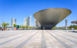 Songdo,韩国- 2015年5月05日:在中央的三碗大厦 免版税库存图片