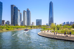 Songdo,韩国- 2015年5月05日:Songdo中央公园在Songdo 库存图片