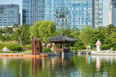 Songdo,韩国- 2015年9月07日:Songdo中央公园 库存照片