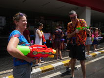 Songkran在Silom路的水节日 免版税图库摄影