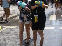 Songkran在Silom路的水节日 免版税库存照片