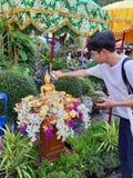 Songkran festival i Thailand, buddistisk bevekelsegrund royaltyfria bilder