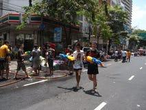 Songkran-Festival an Silom-Straße in Bangkok im April 2012 Lizenzfreie Stockbilder