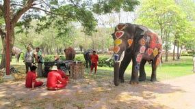 Songkran-Festival wird mit Elefanten in Ayutthaya gefeiert Stockfotos