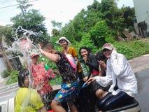 Songkran-Spritzen Lizenzfreie Stockfotografie