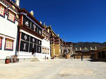 Songzanlin喇嘛西藏寺庙在Zhongdian或上栗La城市 免版税图库摄影