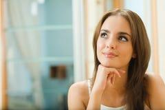 Sonhando a mulher em casa Fotos de Stock