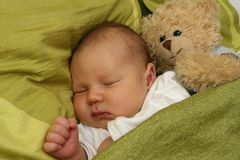 Sonhando o bebê recém-nascido Fotos de Stock Royalty Free