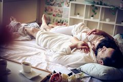Sonhar com a pessoa no amor é bonito imagens de stock